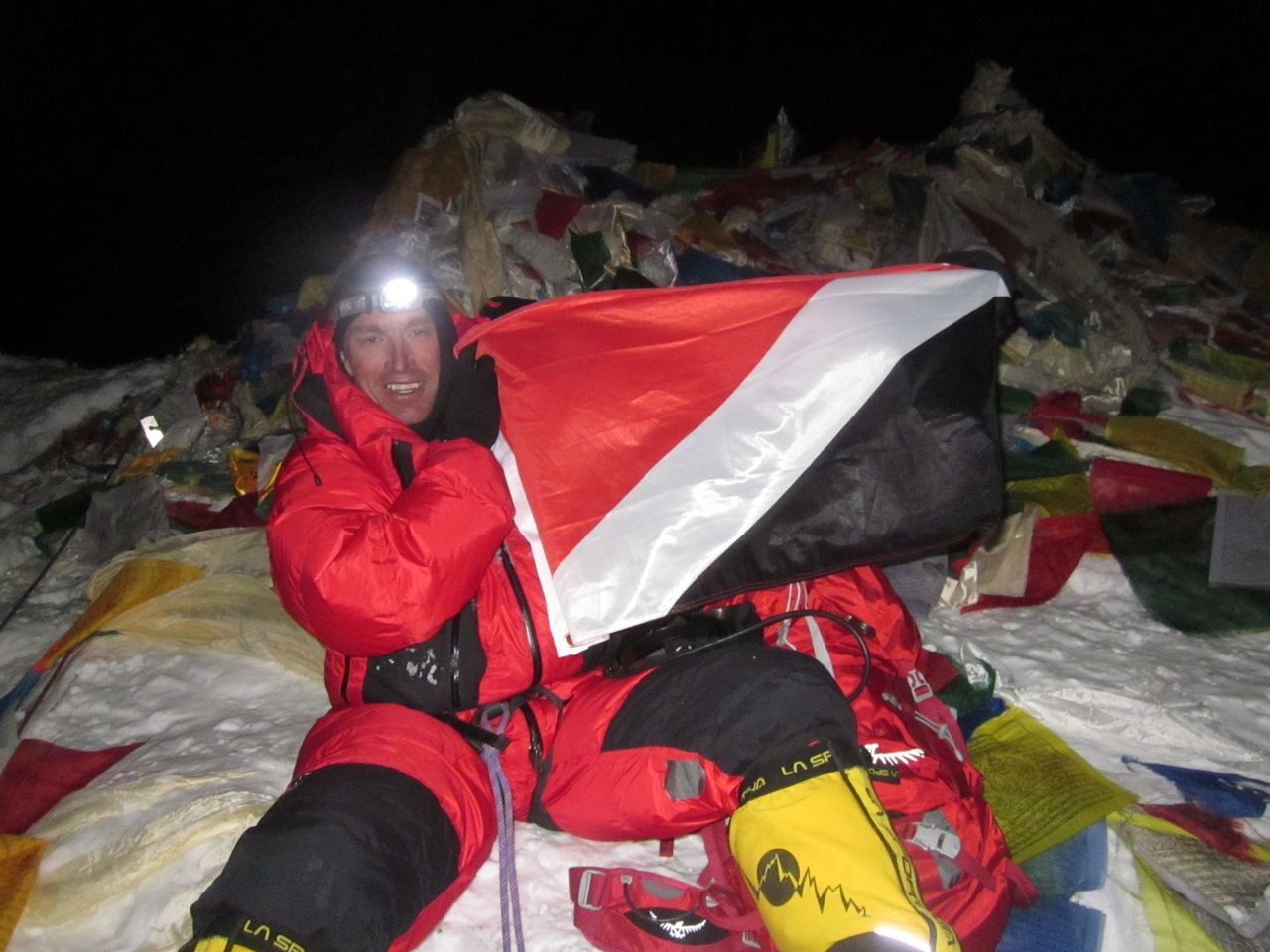 Kenton Cool at the summit of Everest With Sealand flag